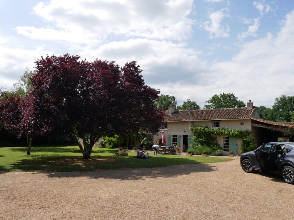 Les Deux Chenes - Loire Valley Farmhouse - Parking