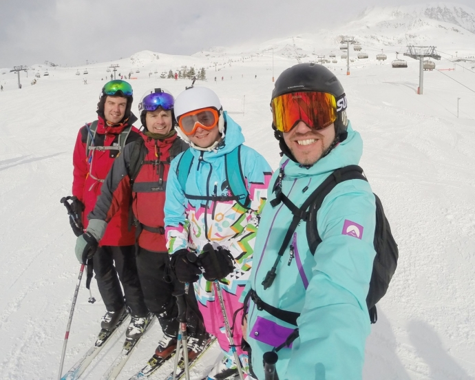 Group skiing picture - Simon Heyes skiing
