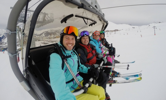 Alpe d'Huez Chairlift Selfie - Simon Heyes skiing