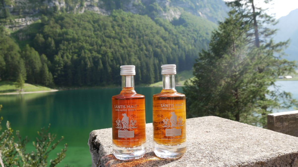 Two Santis Malt Whiskies next to Seealpsee