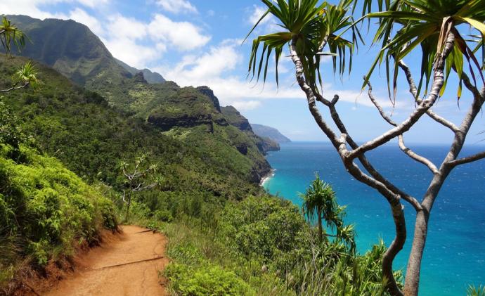 Hiking trails around Na Pali, Hawaii