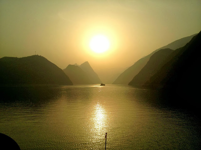Sun piercing the smog on the Yangtze River