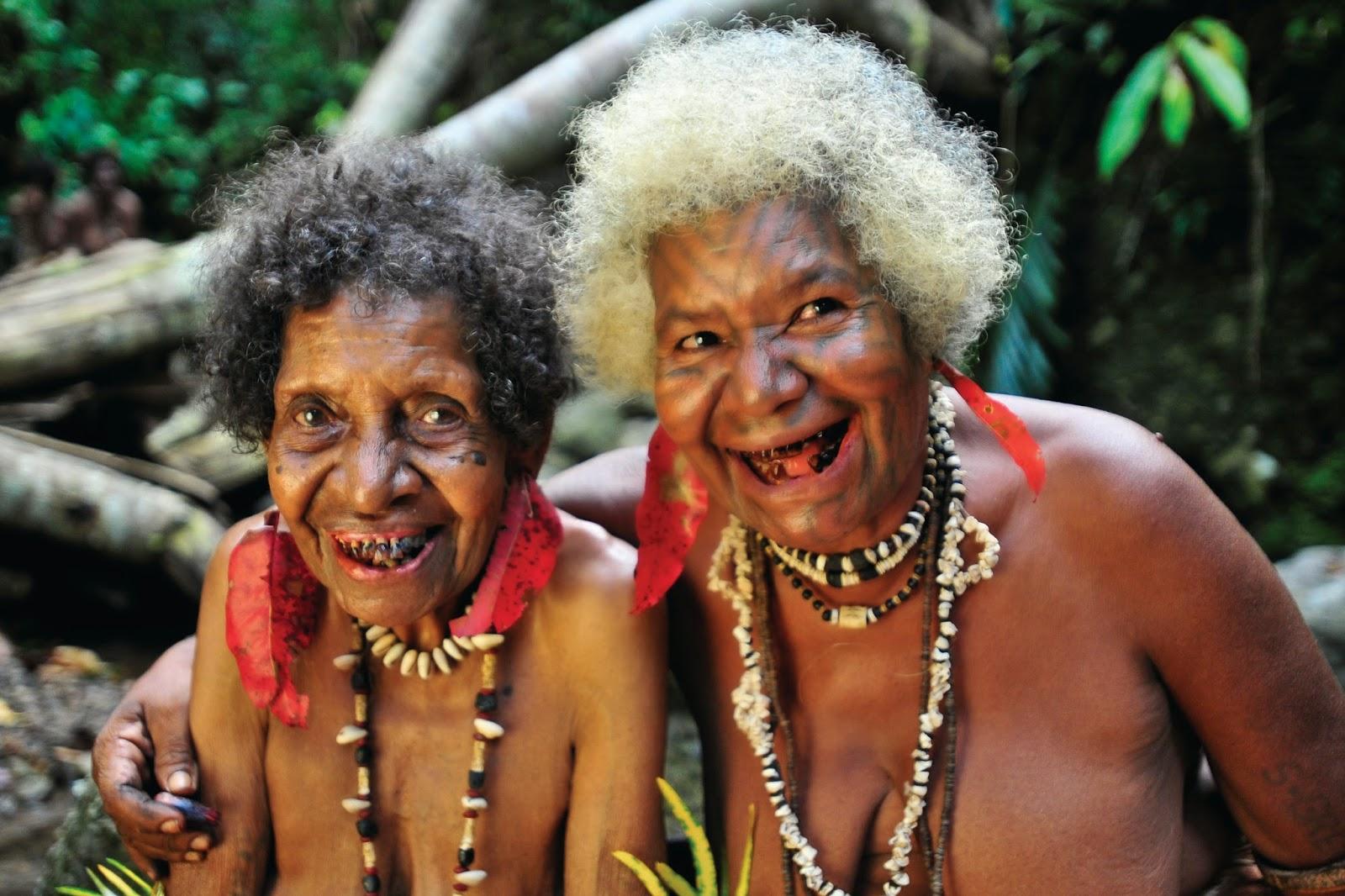 OLD TUFI LADIES LAUGHING - Papua New Guinea