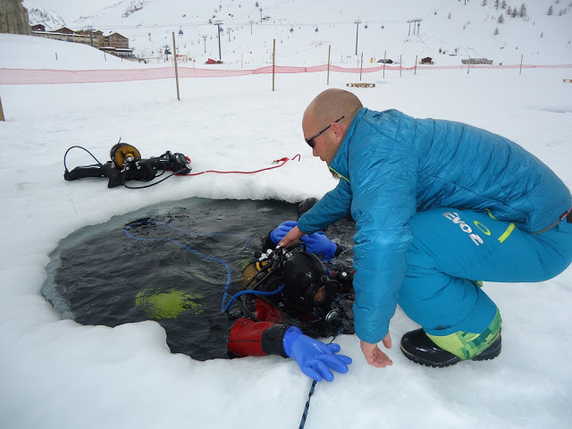 Ice diving in Tignes with Evo 2