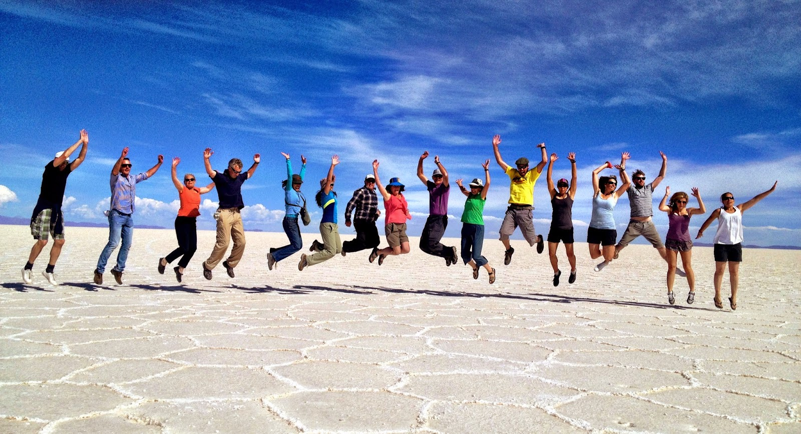 A colourful group picture in the Salar de Uyuni