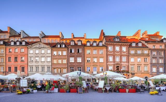Warsaw Old Town Square - Winter Weekend Destinations - Simon's JamJar travel blog