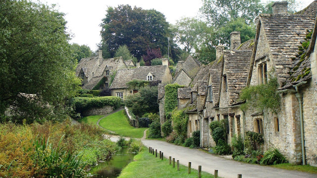 Beautiful stone cottages in Bibury, Cotswolds