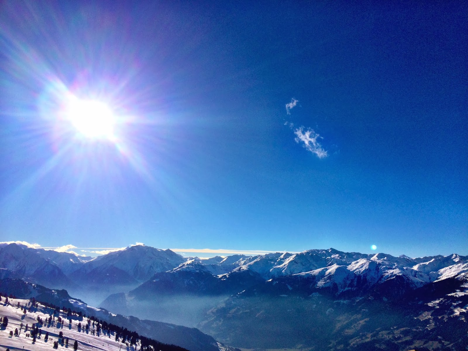 A marvellous sunny, blue sky day at Zillertal Arena