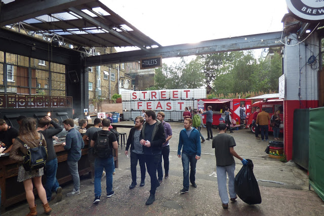 Dalston Yard and Smokestak, National Burger Day 2015